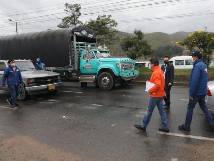 Gobernador de Cundinamarca denuncia violaciones a cuarentena en vías departamentales