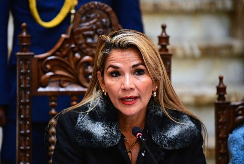 Presidenta de Bolivia confirma que tiene coronavirus