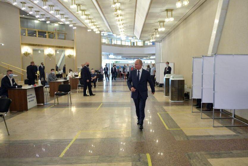 Cierran votaciones de reforma constitucional en Rusia: 73% votaron a favor