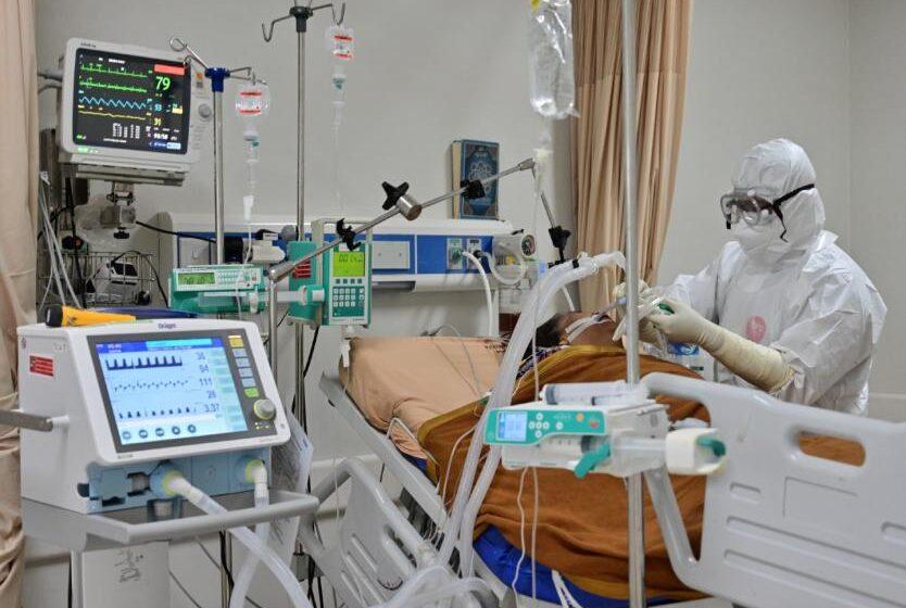 Francia supera por primera vez los 30.000 casos de COVID en 24 horas