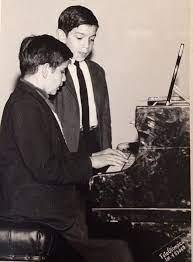 Raul Castaño y el arte de enseñar música a niños y jóvenes.