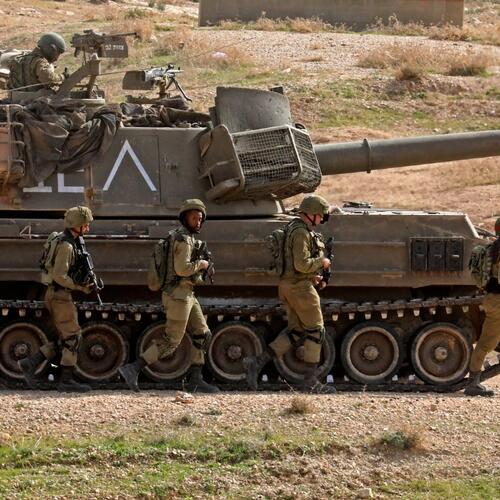 Soldados israelíes entran a la Franja de Gaza